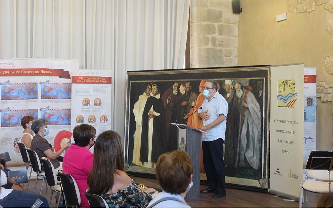 Alberto Serrano, bisnieto de Florencio Repollés, durante el homenaje. En primera fila, Pilar Mustieles y Sira Repollés / Eduard Peralta