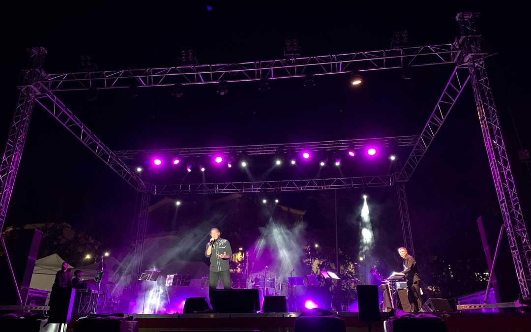 Bertín Osborne cantó un amplio repertorio en Chiprana este martes / P.S.
