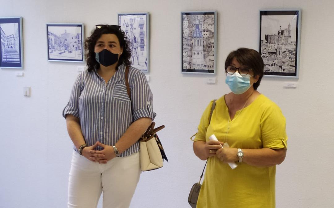 La alcaldesa, Isabel Arnas, y la artista Inmaculada Félez en la inauguración. / Ayto. Albalate