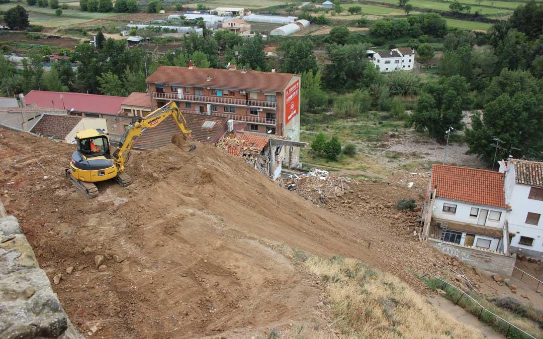 Imagen de los trabajos sobre el cerro en los días posteriores al derrumbe en abril de 2017. / L. Castel