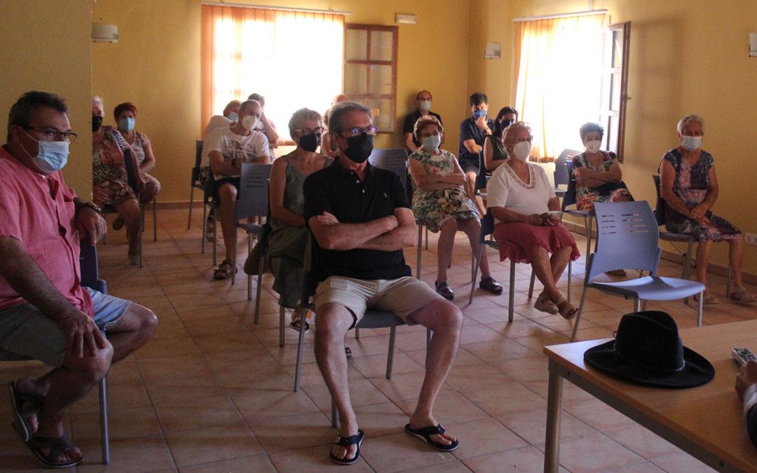 Desde Vida Primitiva y el Consorcio de los Íberos se explicó el proyecto a los vecinos de Azaila. También se han dado charlas en Calaceite y Oliete. / B. Severino