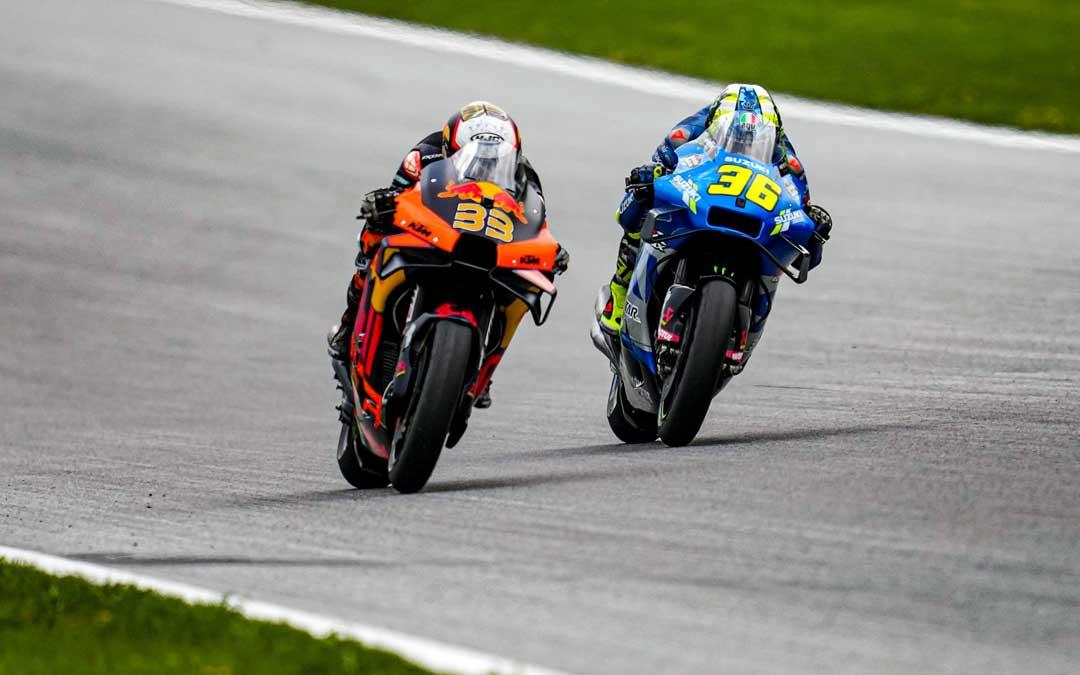 Binder y Mir en plena disputa de la carrera. Foto. Estrella Galicia