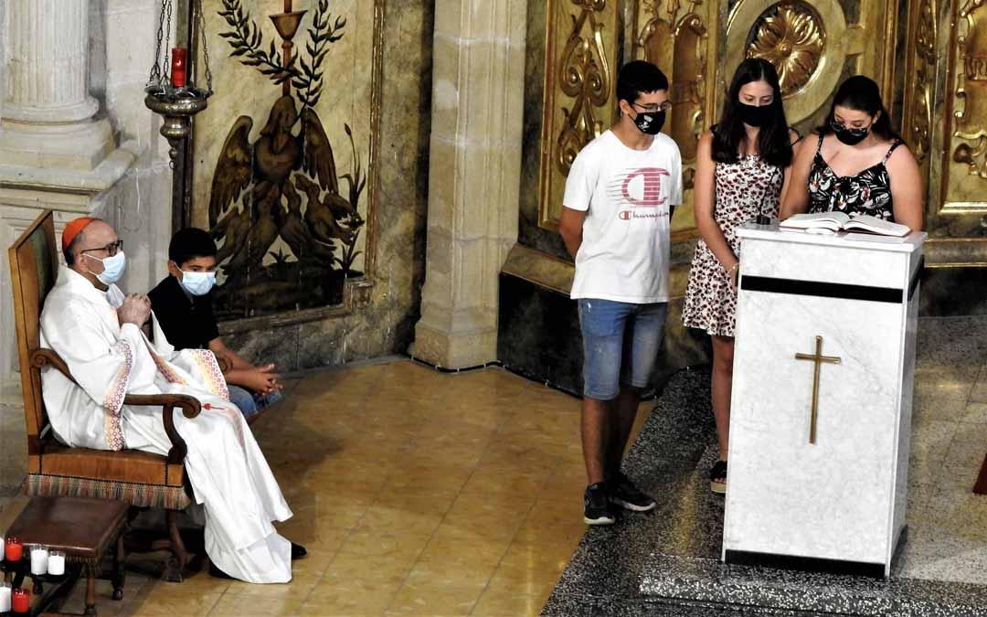 El cardenal Omella durante la misa de la Asunción de la Virgen. J.L. Camps