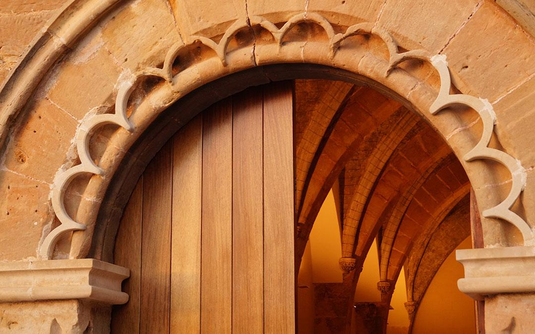 Entrada a la Ermita del Pilar