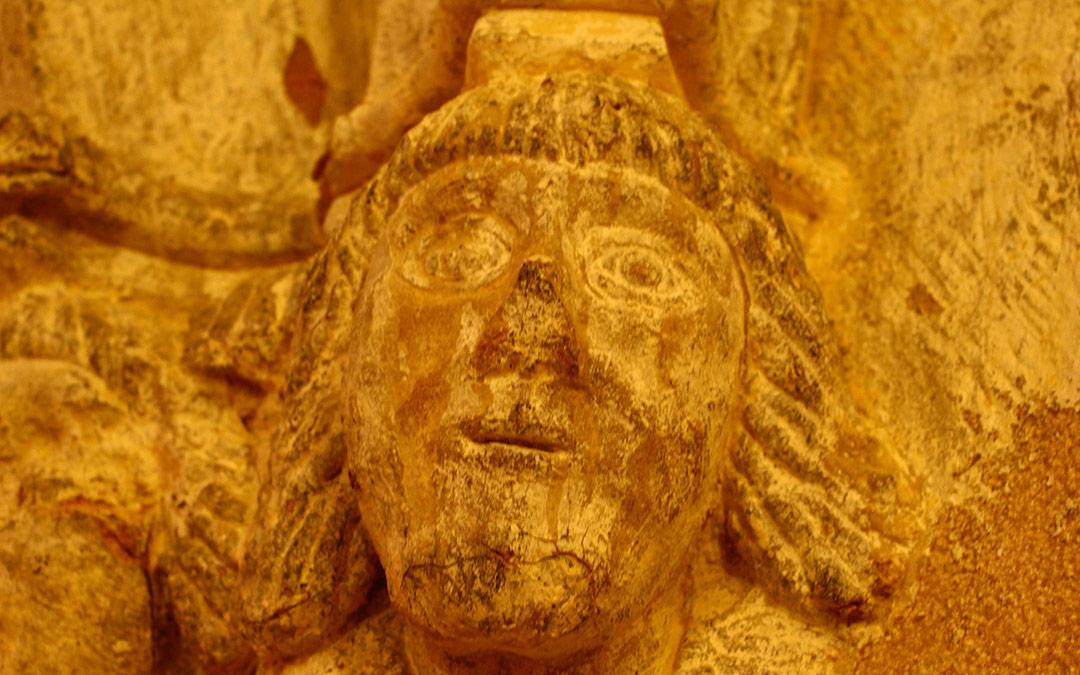 Detalle en las columnas de la Ermita del Pilar