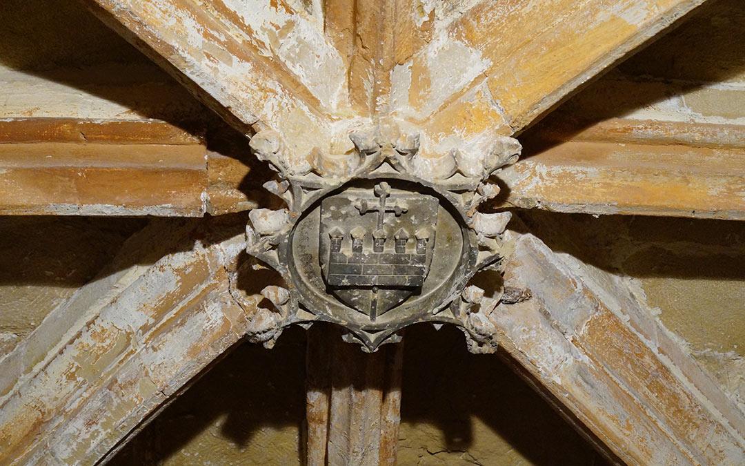 Escudo detalle en la Ermita del Pilar