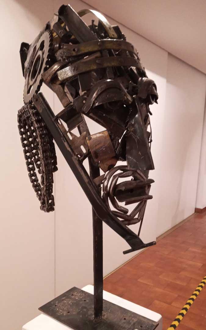 Las obras más realistas de la exposición son rostros humanos / J.G.