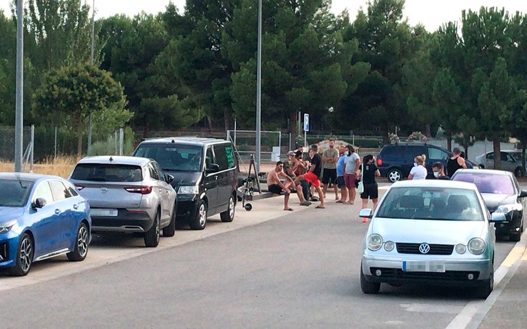 Turistas trasladados del camping de la Pobla de Massaluca al pabellón polideportivo de Fayón./ Ayuntamiento de Fayón