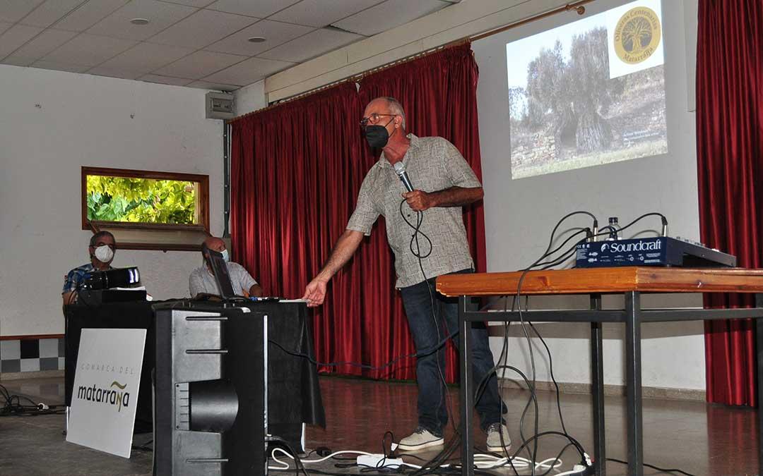 El coordinador del proyecto, Fernando Zorrilla, fue el encargado de ofrecer una charla informativa. J.L.