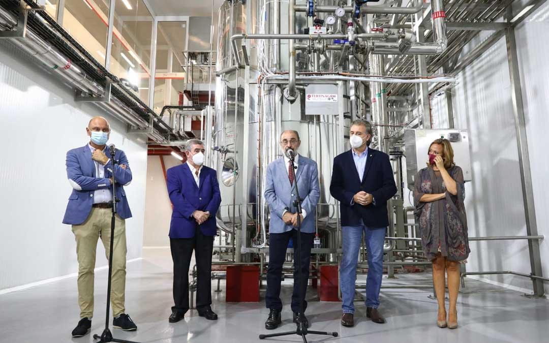 El presidente de Aragón, Javier Lambán, ha inaugurado la planta de biofertilizantes de Fertinagro Biotech en Utrillas. Foto. Térvalis