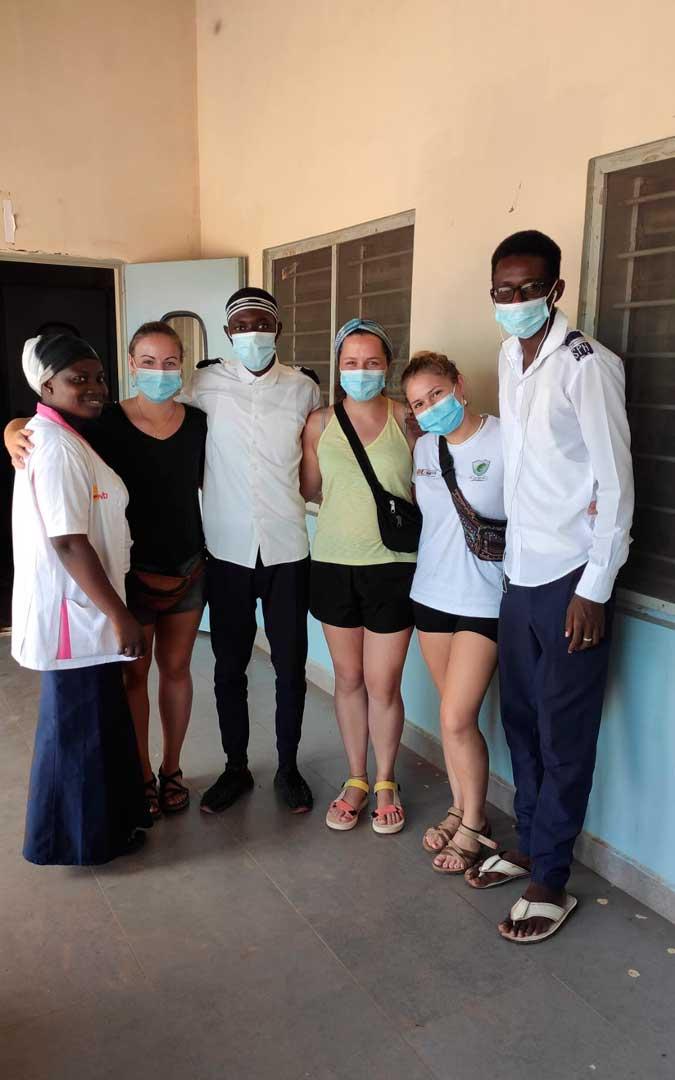 Paula Poblador con sus compañeros del hospital / P. P.