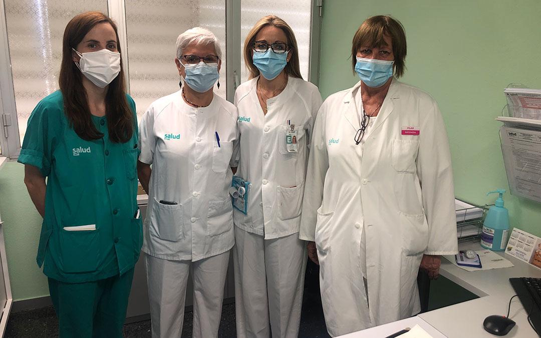 La anestesista Raquel Murillo; la jefa del Servicio de Anestesiología, Patricia Calderón; la enfermera de la consulta de Cirugía, Silvia Blasco; y la supervisora de Consultas Externas, Pilar Bosque / L. Castel