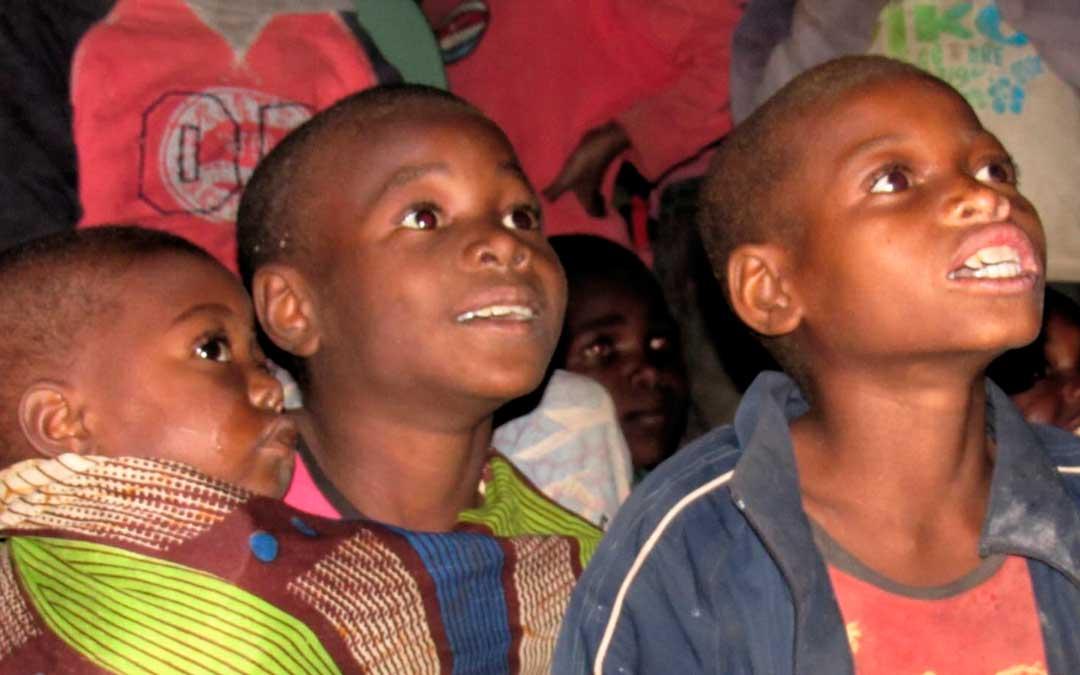 Una de las cosas que más les motivaba era ver las caras de felicidad de los niños y niñas africanos / C.L. e I.S.