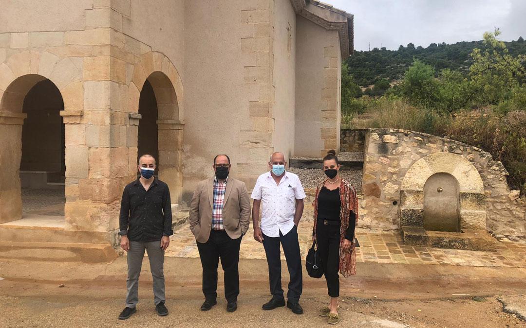 Angosto, Izquierdo, Ínsa y Peirat en la entrada de la ermita de La Cañada de Verich en cuyas inmediaciones se habilita el parquin de autocaravanas. / DPT
