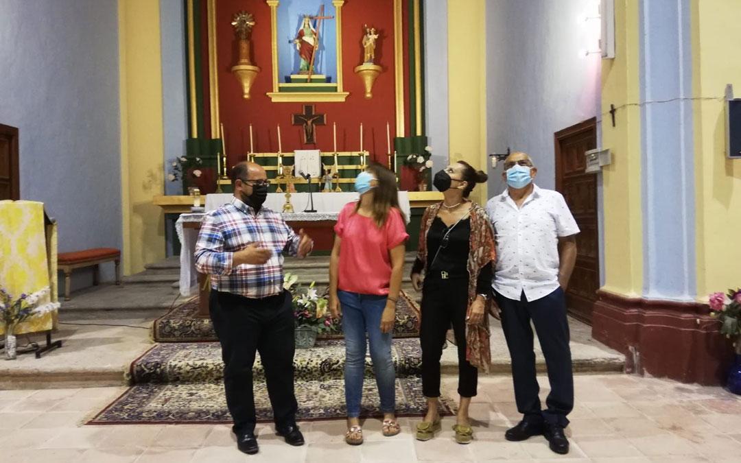 Izquierdo, Bellés, Peirat e Ínsa, en el interior de la iglesia de Seno. / DPT