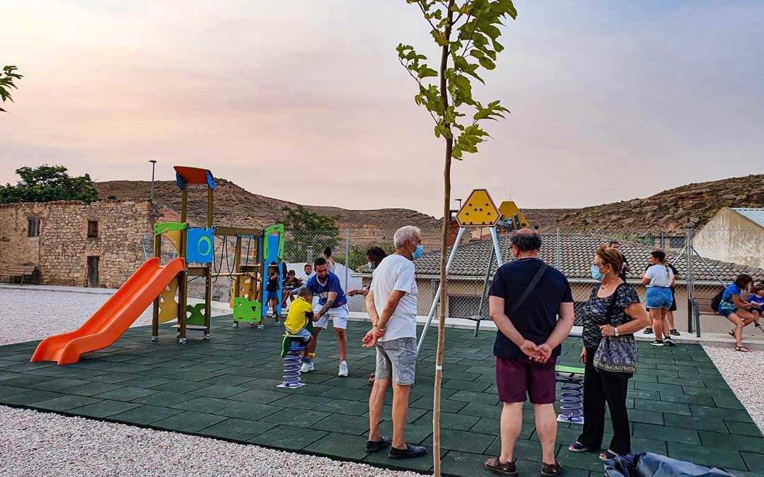 El nuevo parque infantil de Jatiel está ubicado junto al de mayores. / Asociación cultural