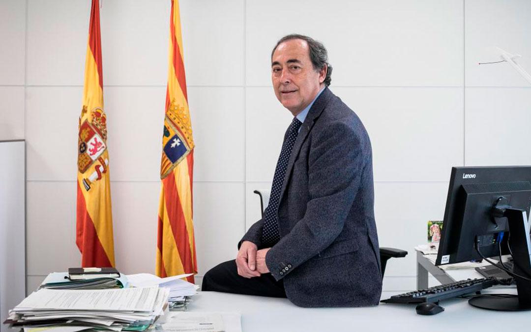 Foto de archivo de José María Arnal en su despacho del Salud en la plaza de la Convivencia / Oliver Duch