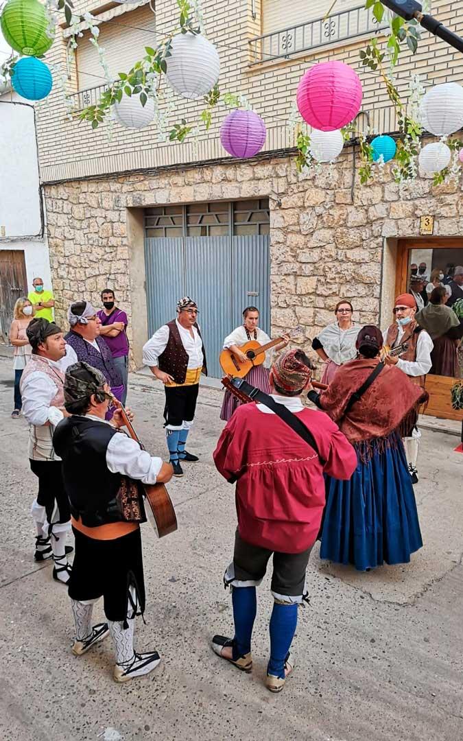 La rondalla nonaspina cantó y tocó jotas por las calles de la localidad / Ayuntamiento de Nonaspe