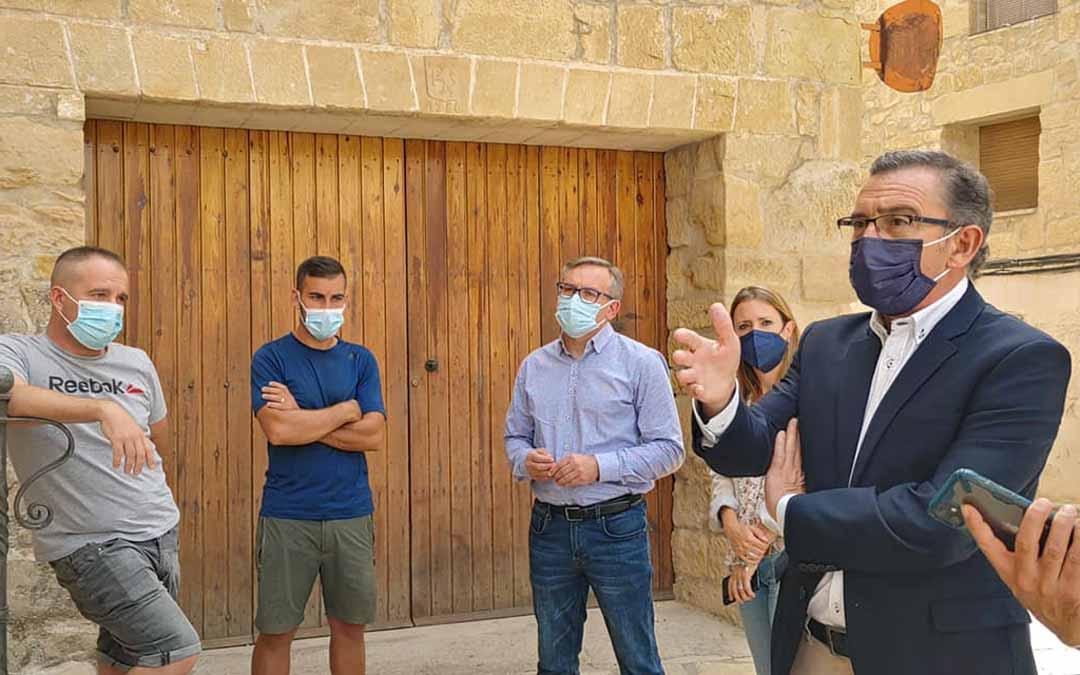 El líder del PP, Luis María Beamonte, durante la jornada del miércoles en Mazaleón./ PP