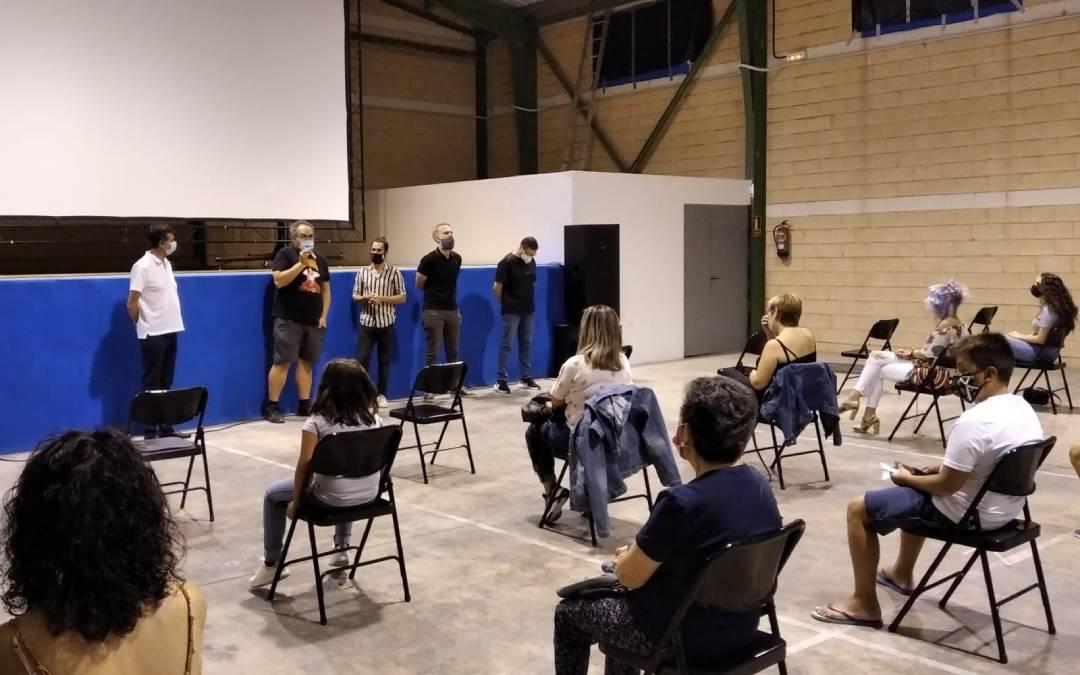 Proyección de '¡Ni te me acerques!' en Ariño./ Beatriz Severino