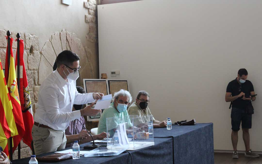 Cristian Poblador ha sido el encargado de realizar el recuento de votos / P.S.