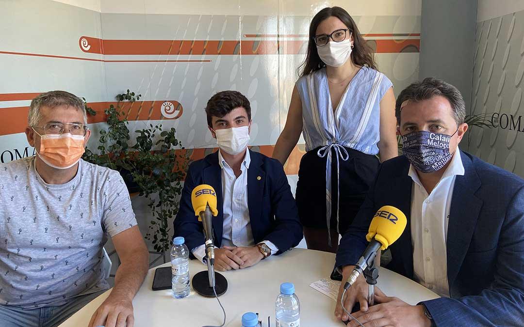 Invitados a La Ventana Bajo Aragón en el estudio de Radio La Comarca./ L.C.