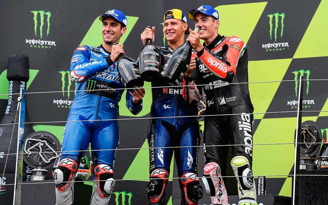 Alex Rins, Fabio Quartararo y Aleix Espargaró en el podio este domingo./ Prensa Estrella Galicia 0,0