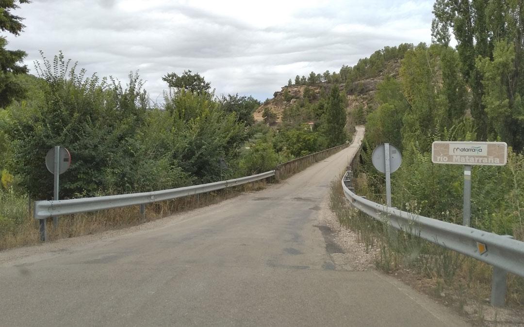 El puente sobre el río de una única dirección. / B. Severino
