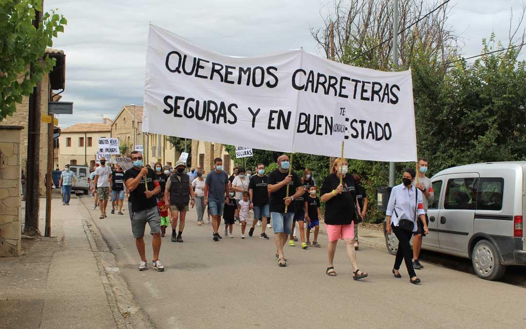 Manifestación en Torre del Compte por el arreglo de la carretera TE-V-3001. / B. Severino