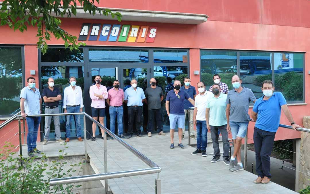 Foto de familia de los integrantes de la junta de GUCO que han constituido la nueva Fundación Grupo Arcoiris. J.L.