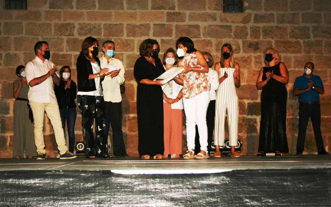 Los trabajadores de la residencia de mayores de Valderrobres recibieron el galardón correspondiente a 2020. F.V.P.