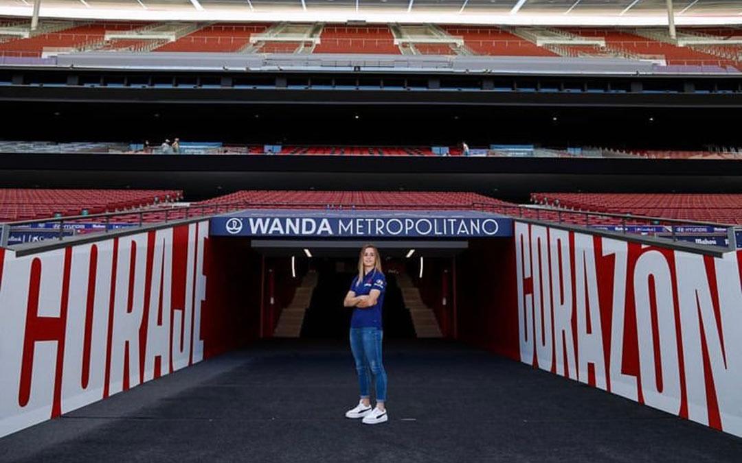 Bárbara Latorre en el Wanda Metropolitano -el estadio del Atlético de Madrid- durante su presentación / Atleti Femenino