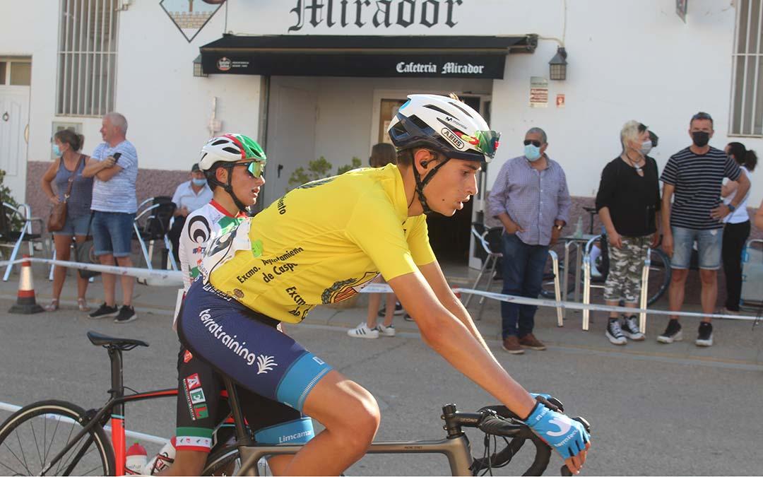 El murciano Luis Alberto Lajarín fue el portador del 'maillot amarillo' que identifica al líder de la carrera en esta segunda jornada/ Eduard Peralta