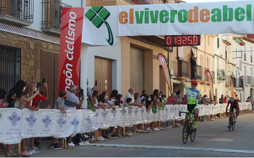 Rafa López (Vive- Huesca La Magia) fue el vencedor de la etapa Nonaspe-Chiprana / Eduard Peralta