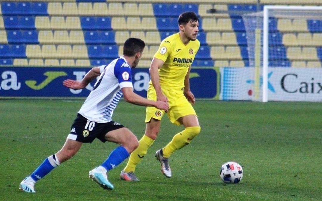 Andrei Ratiu durante un partido del Villareal B frente al Hércules / Instagram de Ratiu