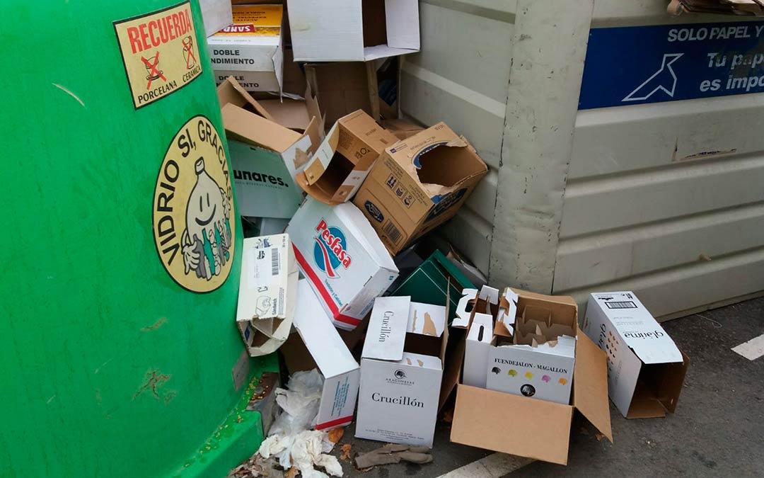 Los cartones rebosan el contenedor en Caspe / Ayuntamiento de Caspe