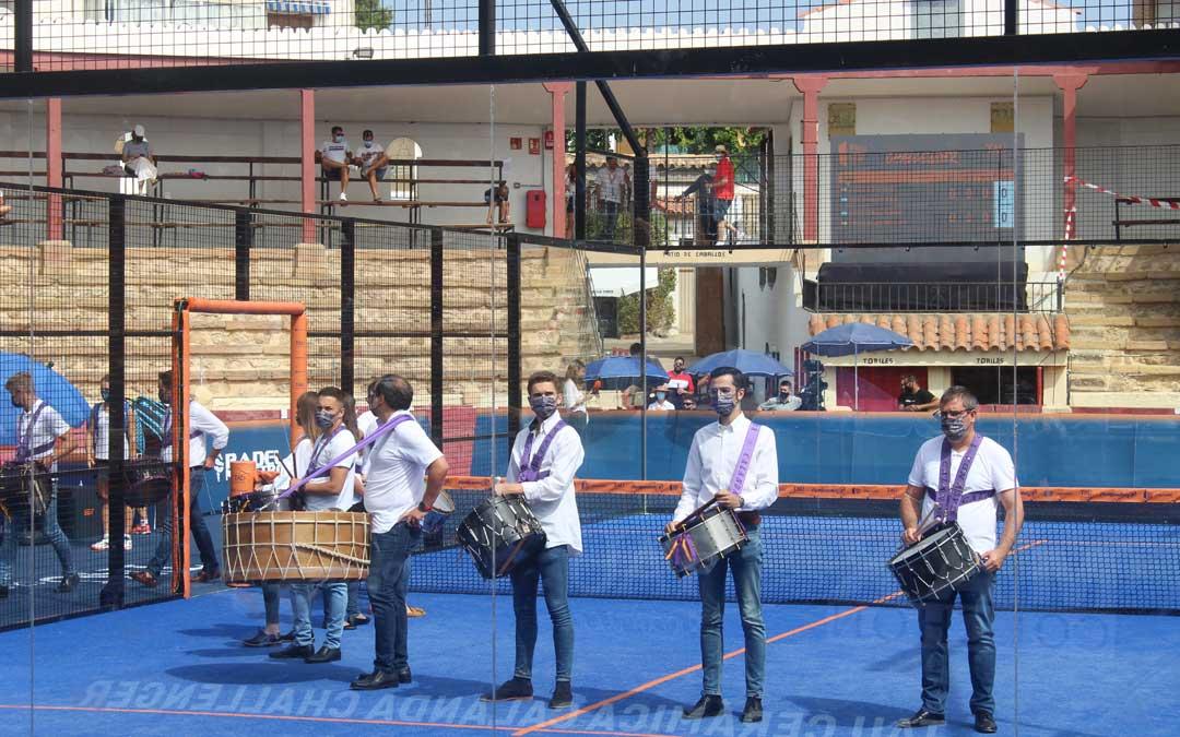 Los tambores y bombos en escena entre finales / Eduard Peralta