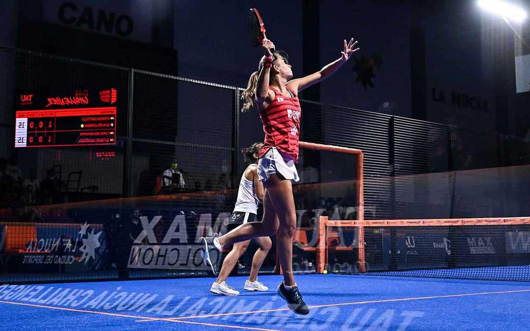 Uno de los partidos femeninos que se jugaron en la anterior cita que se celebró en La Nucía. Foto. WPT