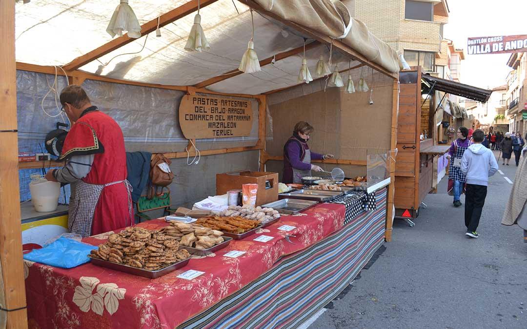 Puestos del mercadillo durante la celebración de Lakuerter Íbera de Andorra (imagen de archivo). /María Quilez
