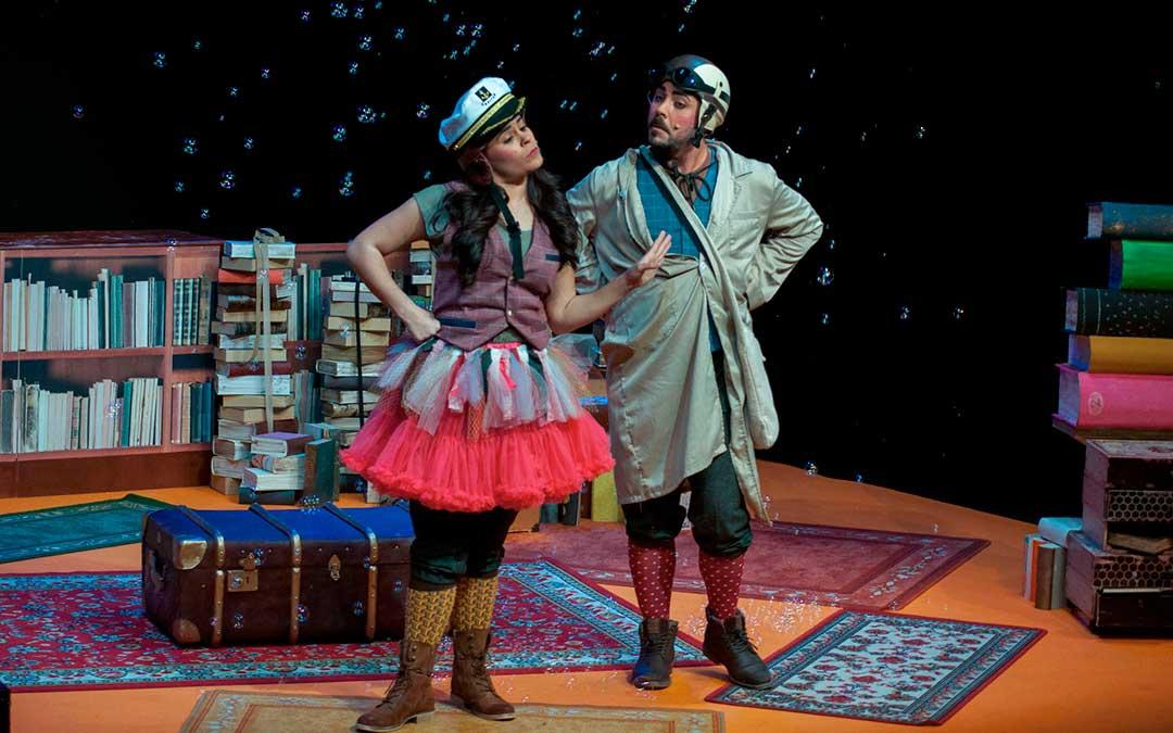 La compañía Kinser y su obra 'Y los sueños... libros son' abren el ciclo de teatro de la comarca Andorra-Sierra de Arcos. / Producciones Kinser