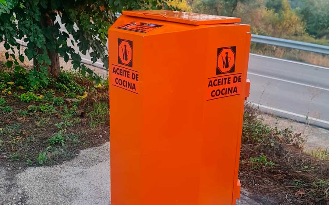 La Comarca ha instalado en total 28 contenedores para reciclar el aceite doméstico usado. / Comarca Bajo Aragón