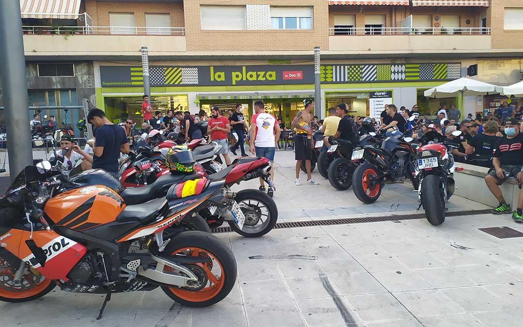 Las motos han tomado las calles y plazas de Alcañiz. /Laura Martínez
