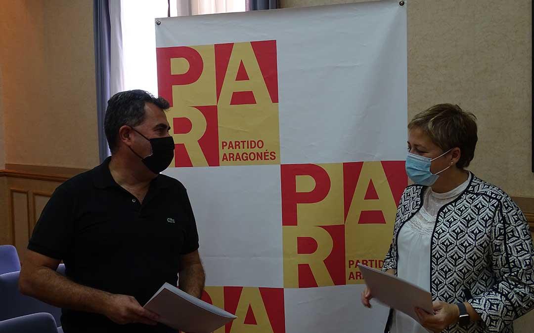 Los concejales del PAR Eduardo Orrios y Berta Zapater. /L.M.Pallás