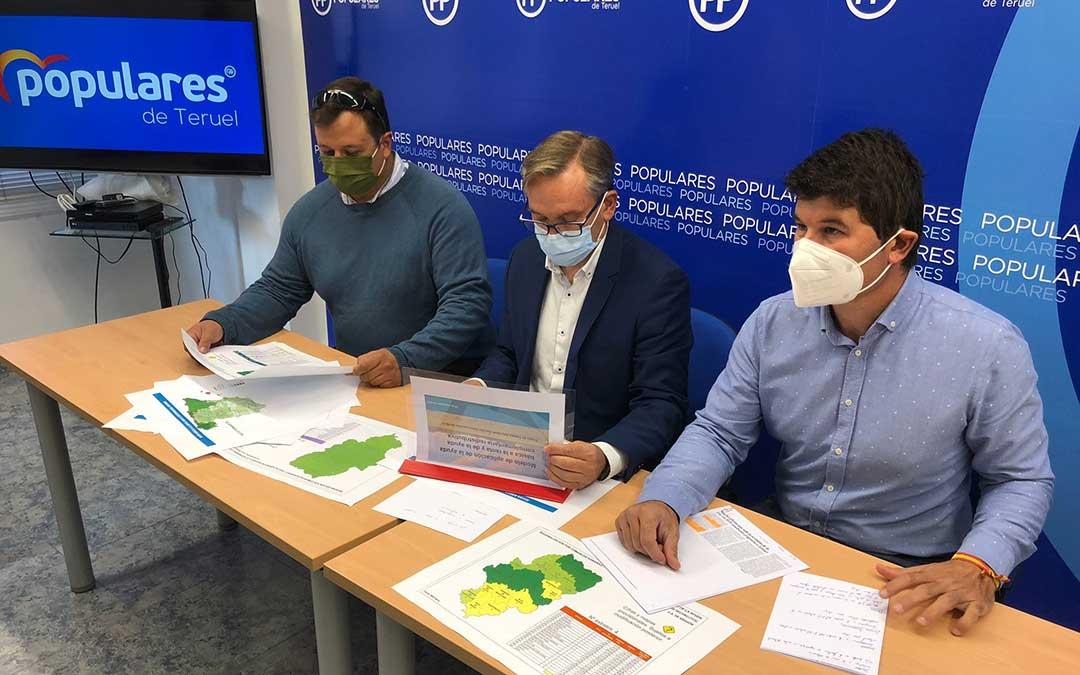 El líder del PP de Teruel, Joaquín Juste, con Miguel Ángel Navarro, miembro del Comité de Dirección, y Carlos López, vicesecretario de Agricultura. / PP Teruel
