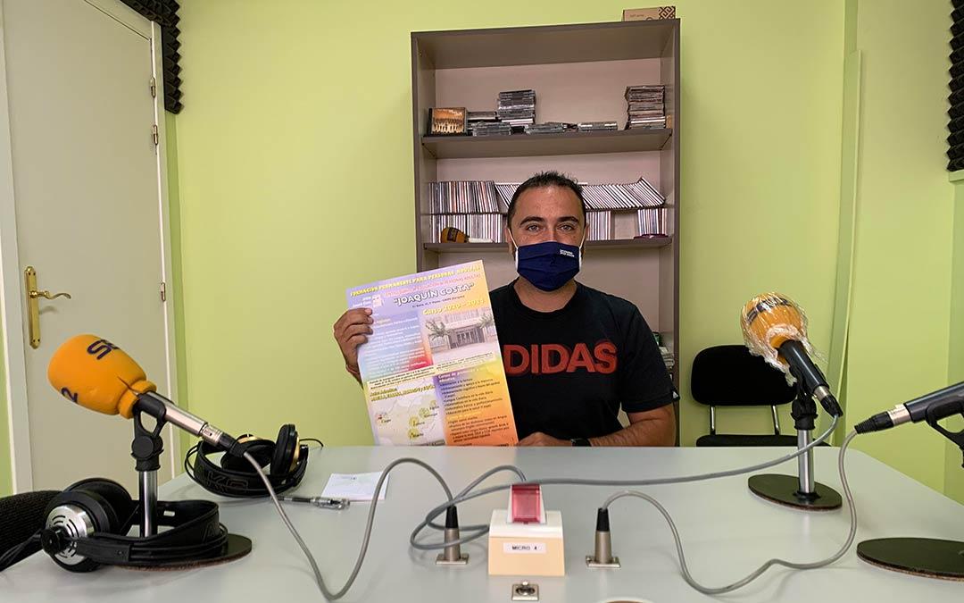 David López, director del Centro Educativo para Adultos en Caspe, en Radio Caspe / Eduard Peralta