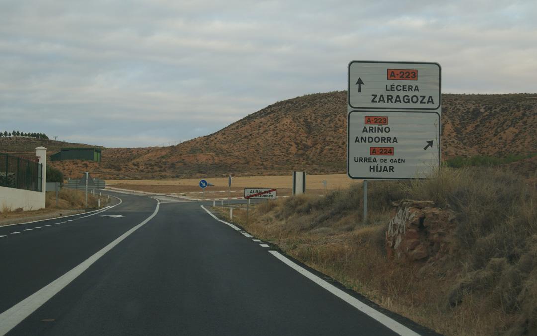 Uno de los enlaces del polígono Eras Altas de Albalate a la carretera de Lécera. / B. Severino