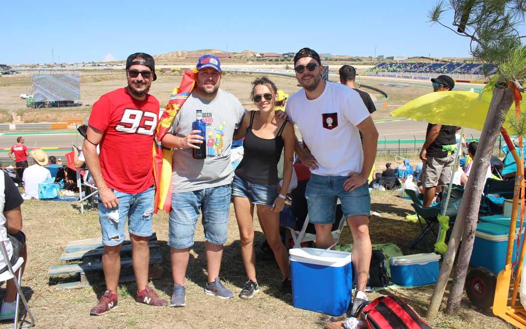 David Royo y sus amigos llegaron de Zaragoza para disfrutar de las carreras / L. Castel