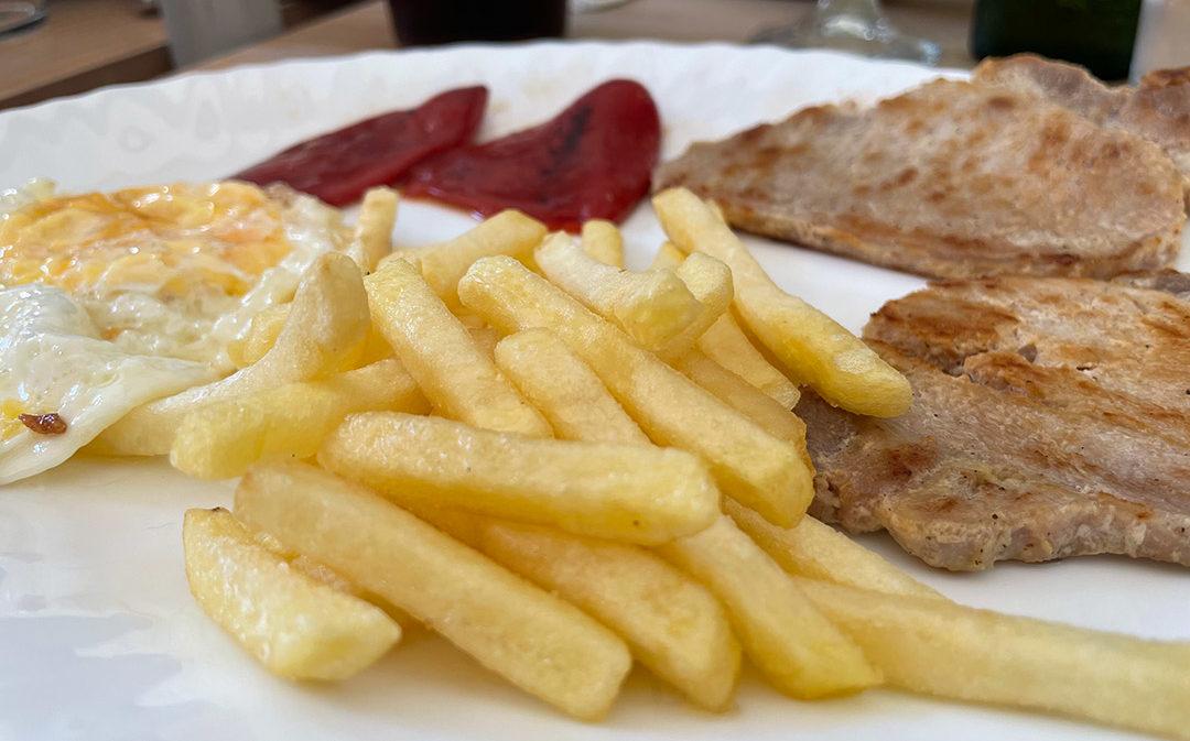 Lomo Pimientos y patatas almuerzo Vía Verde Val de Zafán
