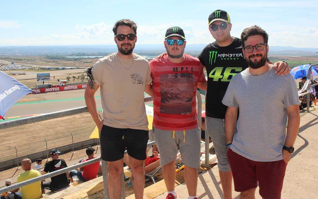 Grupo de amigos llegados de Madrid para ver el GP de Aragón / L. Castel