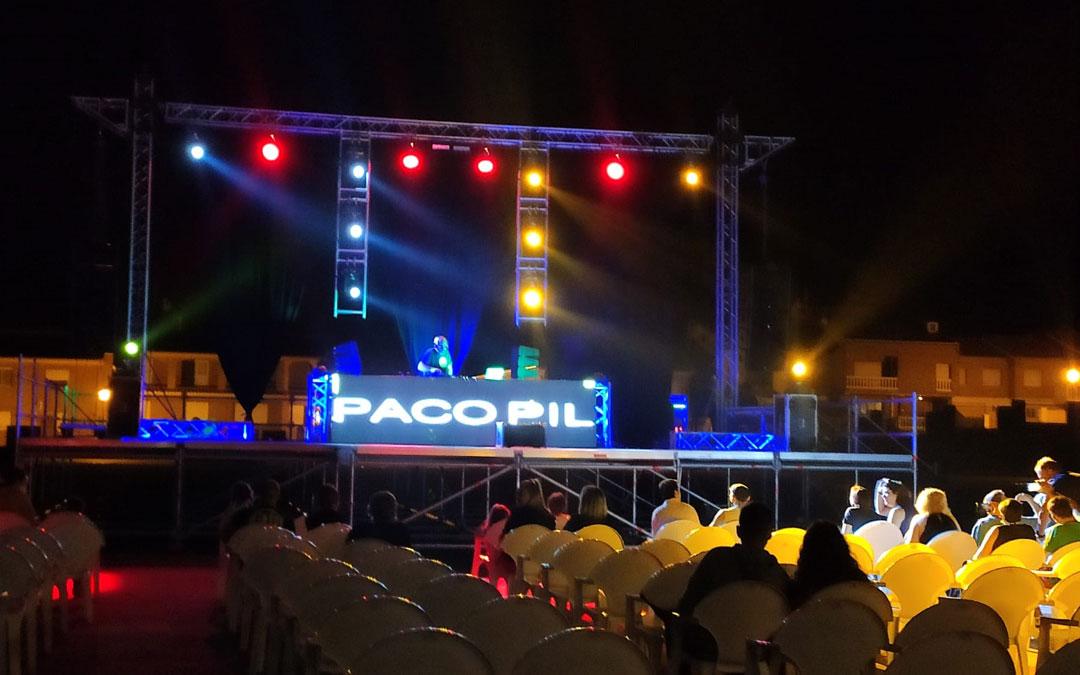 Actuación de Paco Pil en Andorra con el público sentado. / Ayto. Andorra